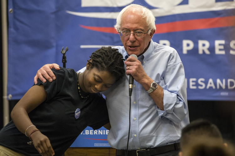 Bernie-Sanders-Hugs-Phil-Roeder-CC-Flickr-750x500